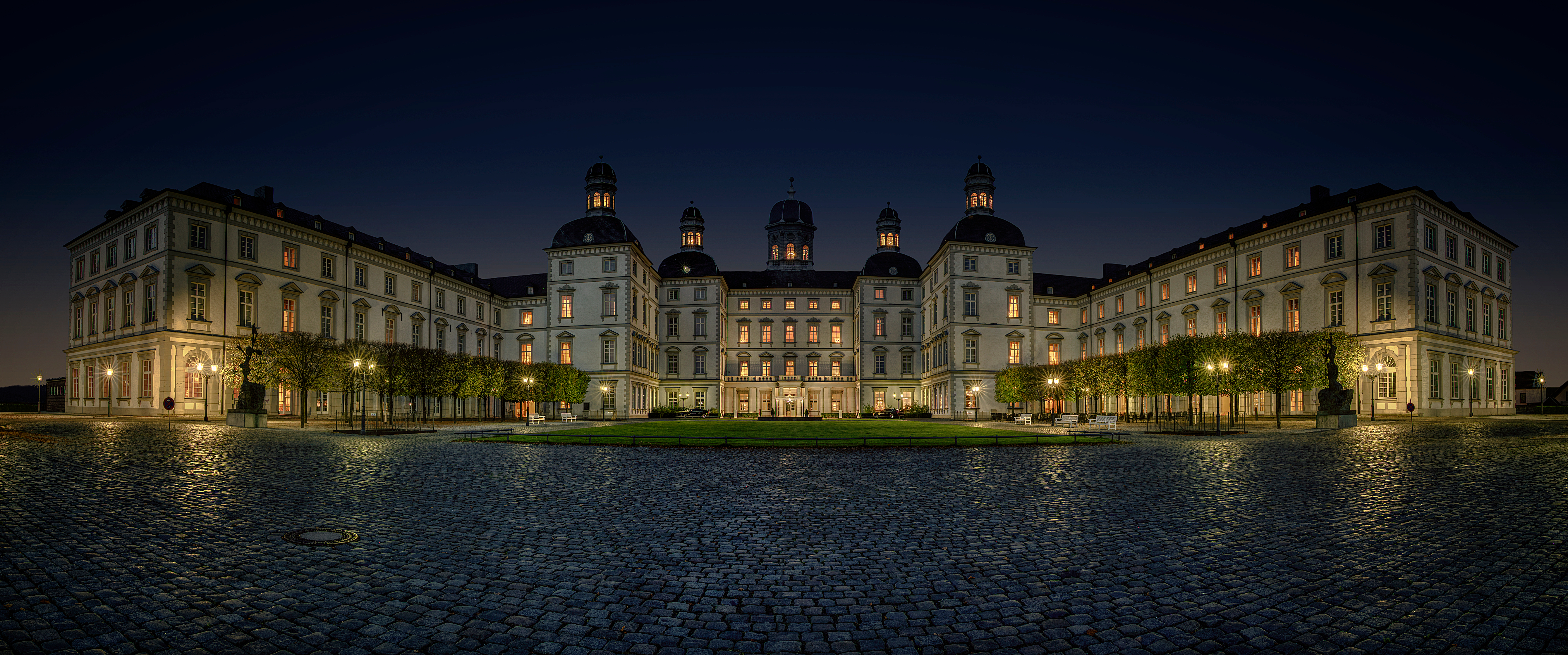 Althoff Grandhotel Schloss Bensberg by night