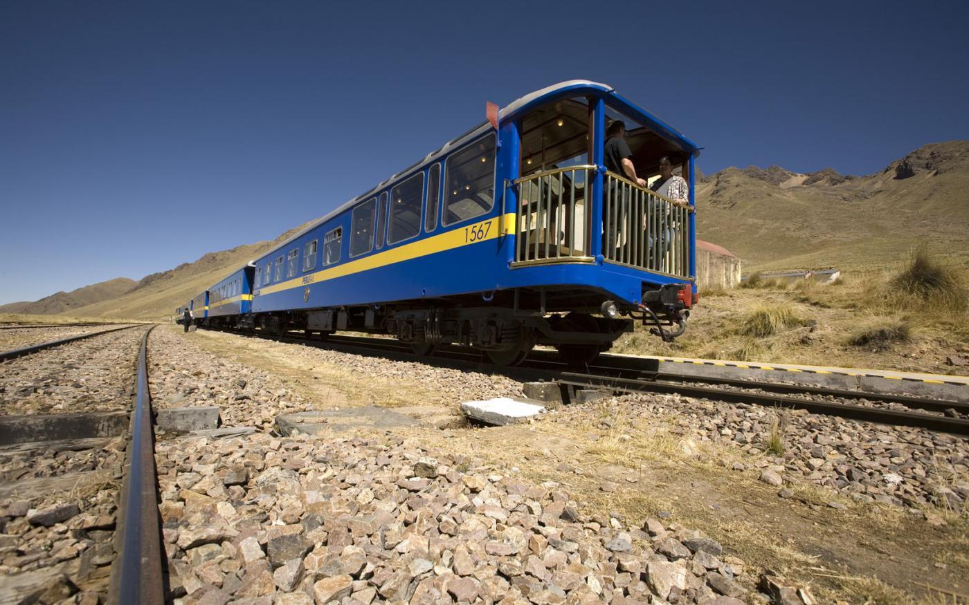 Eerste toeristische trein op zonne-energie naar Peru